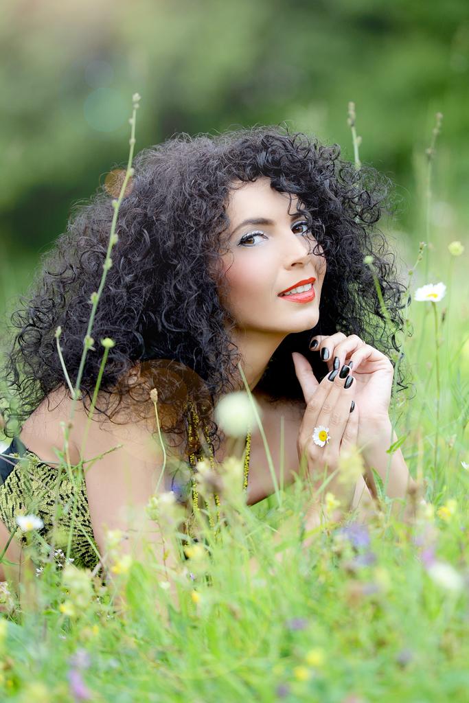 Simona Nicorina Burcea  Flori parfumate cu mireasma de Rai